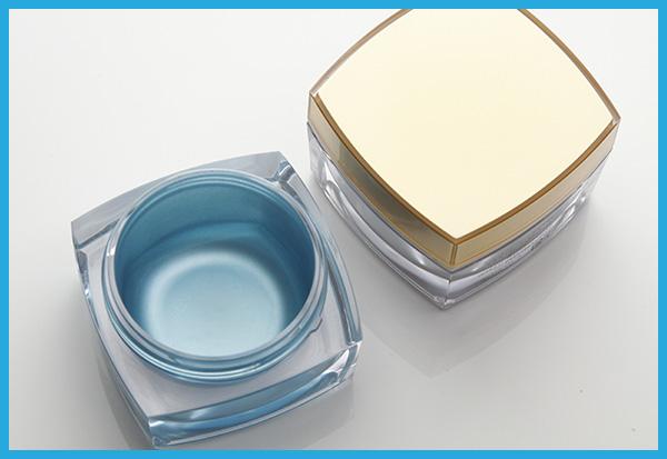 プラスチックの化粧品ケースへマスキング塗装